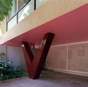 Residência Nanzita Salgado, pilar em V, Cataguases MG. Arquiteto Francisco Bolonha, 1958<br />Foto Pedro Lobo  [IPHAN-BH]