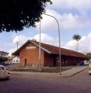 Estação da Estrada de Ferro Leopoldina, Cataguases MG<br />Foto Antonio L. D. de Andrade / Cecília Rodrigues dos Santos
