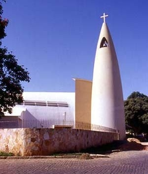 Igreja Matriz, Cataguases MG. Arquiteto Edgar Guimarães do Valle, 1943<br />Foto Antonio L. D. de Andrade / Cecília Rodrigues dos Santos