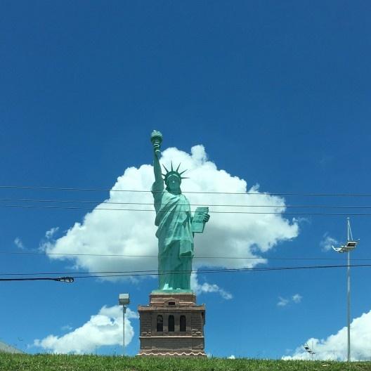 Fakestátua da Liberdade, Rodovia Whashington Luis, em São Carlos<br />Foto Abilio Guerra
