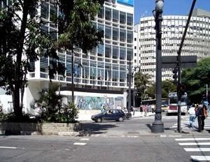 Edifício sede do jornal O Estado de São Paulo, atualmente abriga o Hotel Jaraguá. Projeto de Franz Heep, no Escritório Jacques Pilon, São Paulo. Angélica A.T. Benatti Alvim e Eunice Helena S. Abascal