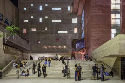 Praça das Artes, São Paulo SP, 2006. Escritório Brasil Arquitetura + Marcos Cartum<br />Foto Nelson Kon