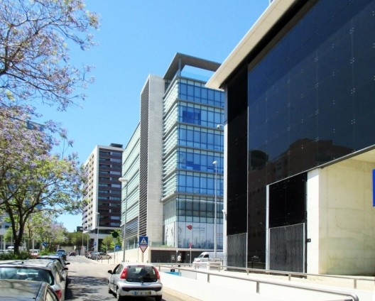 Avenida no bairro da Expo, Lisboa<br />Foto Paulo Bicca