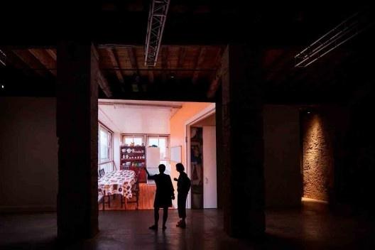 Do-Ho Su, filme/instalação para a mostra Robin Hood Gardens<br />Foto Francesco Galli  [Cortesia La Biennale di Venezia]