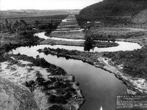 Desmatamento do traçado do canal do rio Pinheiros, 1930. <br />Acervo Eletropaulo