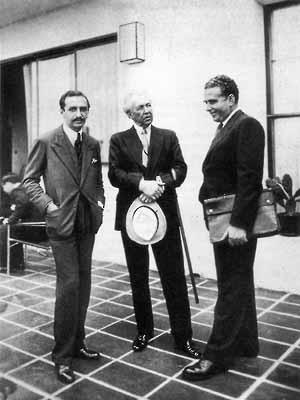 Frank Lloyd Wright, Gregori Warchavchik e Lúcio Costa na Casa Nordshild, Rua Toneleros, RJ, 1931. Fonte: Lúcio Costa, Registro de uma Vivência, Empresa das Artes, 1995