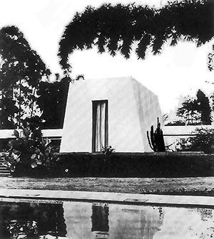 """Casa da Fazenda Capuava, Valinhos, SP Flávio de Carvalho, 1938-39. Fonte: """"Exposição Flávio de Carvalho"""", Curadoria de Walter Zanini e Ruy Moreira Leite Catálogo da 17° Bienal de São Paulo, 1983"""