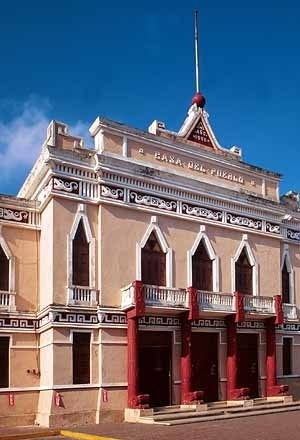 4. Angel Bachini. Casa del Pueblo (1928). Mérida, Yucatán (México).