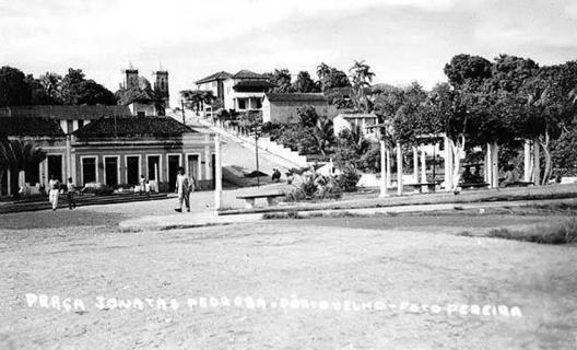 No alto, a Catedral e a Ladeira Comendador Centeno chega à praça. A primeira imagem da praça<br />Foto Pereirinha