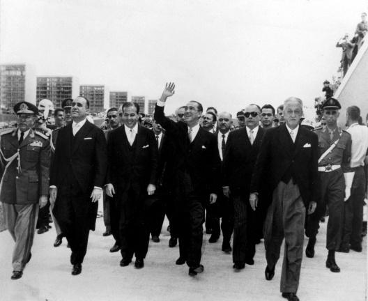 Juscelino Kubitschek na inauguração de Brasília [Departamento de Patrimônio Histórico do Distrito Federal]