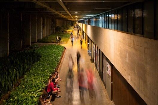 Instituto Central de Ciências da Universidade de Brasília, Brasília DF Brasil, 1971. Arquiteto Oscar Niemeyer<br />Foto Joana França, 2014