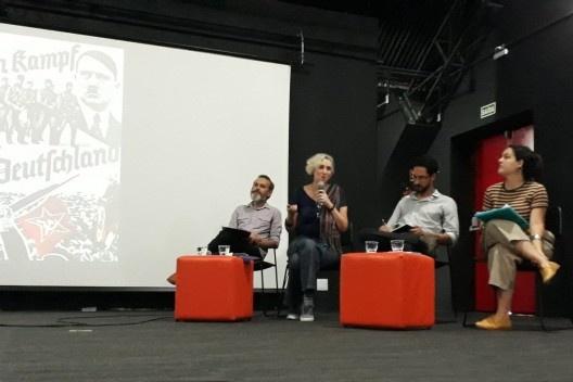 """01. Marx Lamare (mediador), Ethel Leon, Gabriel Lyra e Pamela Marques participam da Mesa 3, discutindo o tema """"A dimensão política do design""""<br />Foto divulgação"""