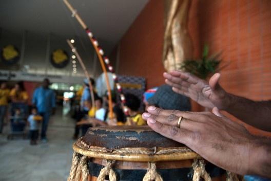 Apresentação da Orquestra de Berimbaus, do Grupo Nzinga de Capoeira Angola, VIII Festival Latinidades<br />Foto Marcello Casal Jr  [Agência Brasil]