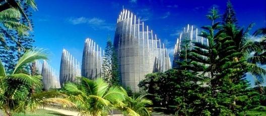 Centro Cultural Jean Marie Tjibaou em Nouméa. Renzo Piano<br />Foto Sylvain Saustier  [Lycos]