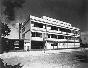 Figura 05 – Fábrica de Borrachas e Preservativos Fromms Act, Berlim-Friedrichshagen. Arquitetos Korn & Weitzmann, 1929 [www.rz.uni-karlsruhe.de]