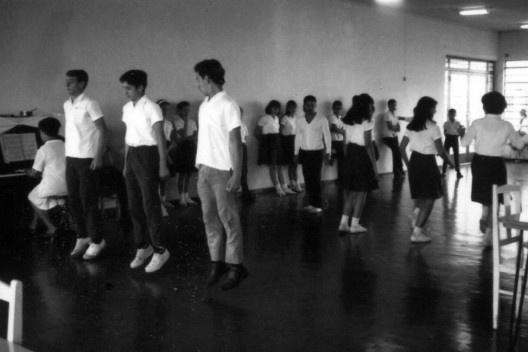"""Experiência de ensino vocacional, aula de dança, 1969<br />Foto divulgação  [Documentário """"Vocacional, uma aventura humana"""", direção de Toni Venturi]"""