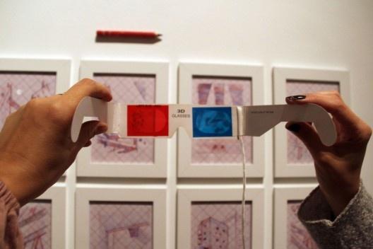 """""""Arquitetura do Desenho"""", MCB, espectadora e """"Lina Bo Bardi em 3D"""", sala 4, São Paulo, 2012. <br />Foto Zeuler Lima"""