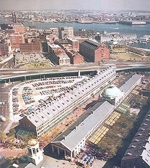 Quincy Market e Faneuil Mall, Boston. Projeto de revitalização de Benjamim Thompson Associates