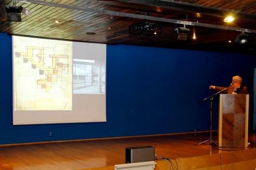 Francis Strauven, da Bélgica, apresentou a conferência Aldo van Eyck. in search of built meaning, no auditório Maria Montessori<br />Foto Michelle Schneider