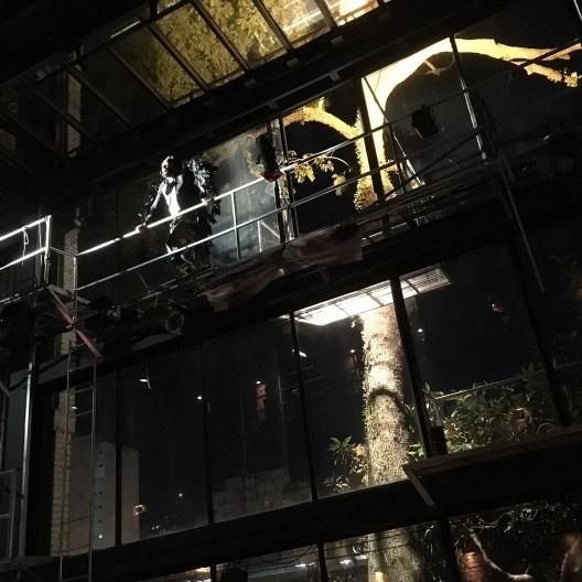 """Anjo negro, personagem da peça """"Roda Viva"""", de Chico Buarque, encenado pelo grupo Teatro Oficina Uzyna Uzona<br />Foto Abilio Guerra"""