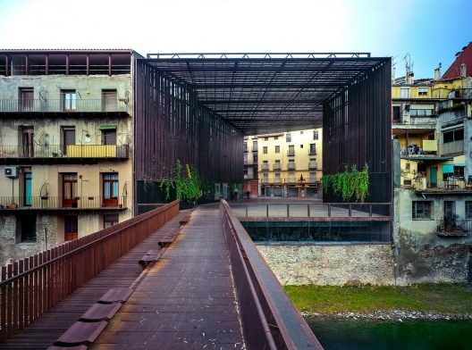 La Lira Theater Public Open Space, 2011, Ripoll, Girona, Spain, en collaboration con J. Puigcorbé<br />Fotografía Hisao Suzuki  [Website Pritzker Prize]