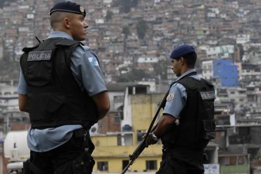 Policiais na comunidade do Jacarezinho, Rio de Janeiro<br />Foto Tânia Rêgo  [Agência Brasil]