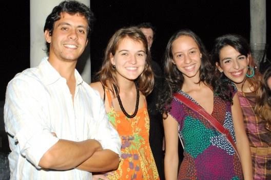 Amigos da Helena: Fabinho, Luiza, Lana e Helô<br />Foto Thomas Bussius