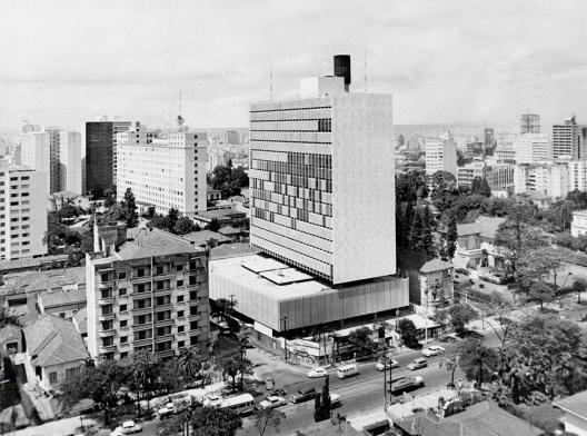 Banco Sul-Americano (atual Banco Itaú), São Paulo, 1960-1963. Arquitetos Rino Levi, Roberto Cerqueira César e Luiz Roberto Carvalho Franco<br />Foto divulgação  [Acervo digital Rino Levi]