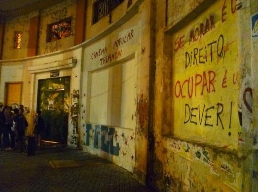 """""""Se morar é um direito, ocupar é um dever"""", pichação no Recife<br />Foto divulgação  [Blog Recife Resiste]"""
