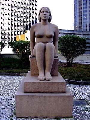 Mulher sentada, Adriana Janacopulus. Terraço andar do ministro no Ministério da Educação e Saúde, atual Palácio Capanema, Rio de Janeiro