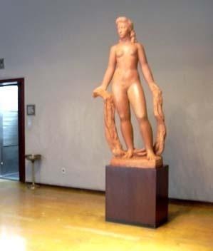 Mulher de pé, Bruno Giorgi. Sala de espera do elevador do Ministro