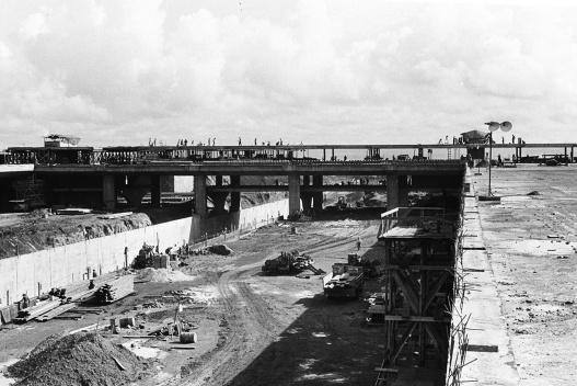 Estruturas e planos das diferentes cotas da Plataforma Rodoviária<br />Foto Mario Fontenelle  [Arquivo Público do Distrito Federal]