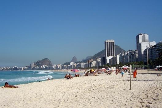 Praia de Copacabana, Rio de Janeiro. Gabarito diferenciado dos edifícios<br />Foto Andréa Redondo
