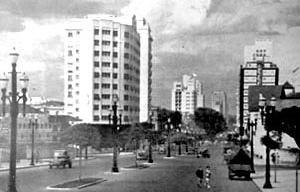 Ao fundo, o edifício São Luiz, o segundo a ser edificado