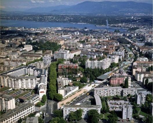 Parque linear sobre linha de trem CFF, projeto executado e em uso, Geneva, Suíça, 1992-2002. Arquiteto Pierre Bonnet<br />Foto divulgação