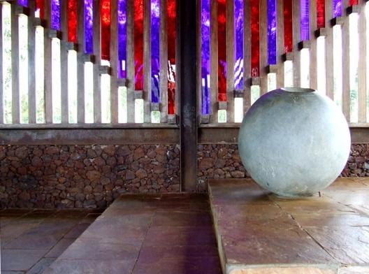 Pia batismal na Capela de Santana do Pé-do-Morro (Éolo Maia, 1980)<br />Foto Danilo Matoso Macedo