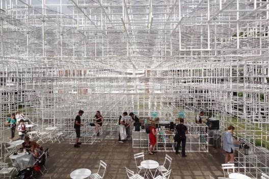 Pavilhão Serpentine. Sou Fujimoto, 2013<br />Foto Eduardo Pierrotti Rossetti
