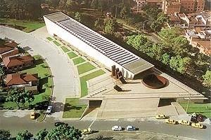 Templo das Cinzas e Unidade Crematória, Medelim, Colômbia. Projeto 1996. Inauguração 1998. Arquitetos Juan Felipe Uribe de Bedout, Mauricio Gaviria e Hector Mejia Velez