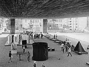 Exposición Nelson Leirner, belvedere del Masp, 1970<br />Foto Hans Günter Flieg