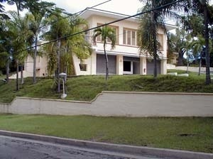 Imagen 4: Acceso posterior del condominio y principal de la quinta casa