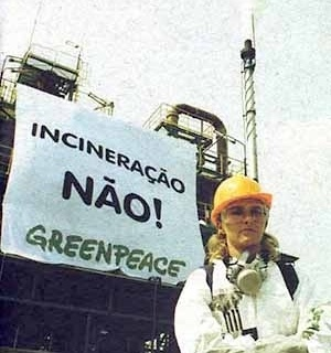 14 de novembro de 2001: agentes disfarcados do Greenpeace agitam a plataforma