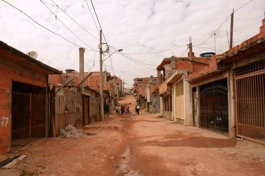 Rua sem urbanização, Brasil, 2013<br />Foto Playing Opossum Press  [Creative Commons]