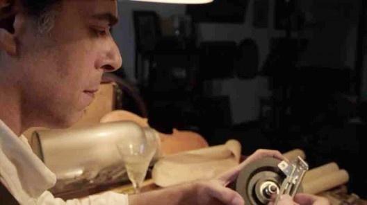 Fotograma do curta-metragem <i>Moto-perpétuo</i>, roteiro e direção de Caio Guerra. Com Antonio Aurrera e Gabriel Francomano Lima, 2013<br />Foto Felipe Lion