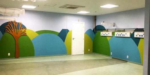 Sala destinada à aplicação de medicamentos na área pediátrica no setor urgências do Hospital Federal de Bonsucesso RJ<br />Foto Cristiane N. Silva