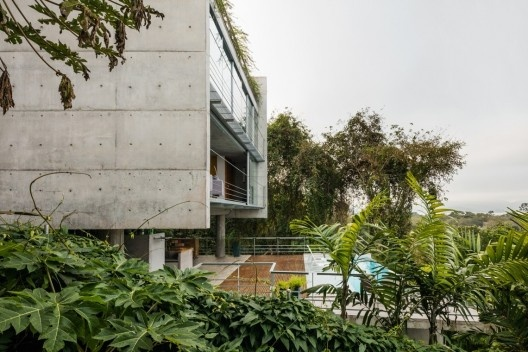 Casa Santana do Parnaíba, 2013-2014. Arquiteto Angelo Bucci / SPBR Arquitetos<br />Foto Nelson Kon