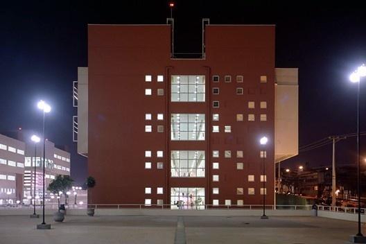 Universidade do Grande ABC, Santo André SP, 1997. Arquiteto Affonso Risi<br />Foto divulgação