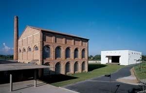 Filiação 8 – Centro KKKK, Brasil Arquitetura. <br />Foto Nelson Kon