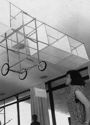 """Exposición """"Semana da asa"""",  Museo de Arte Moderna de Bahía – MAMB, Salvador, 1960 [OLIVEIRA, Olivia. Lina Bo Bardi. Sutis substâncias da arquitetura. Romano Guerra/GG, 2006]"""