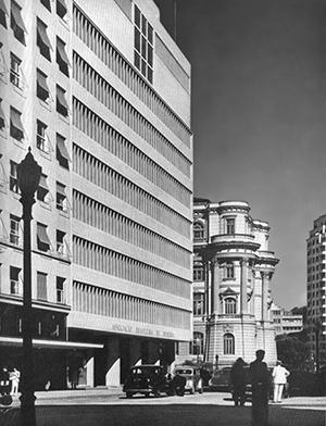 Associação Brasileira de Imprensa e Biblioteca Nacional no Rio de Janeiro, L'Architecture d'Aujourd'Hui, set 1947, convivência entre o antigo e o novo