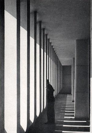 Brise-soleil da Associação Brasileira de Imprensa, Irmãos Roberto, 1936 [Brasil Builds, de Philip Goodwin, 1943]